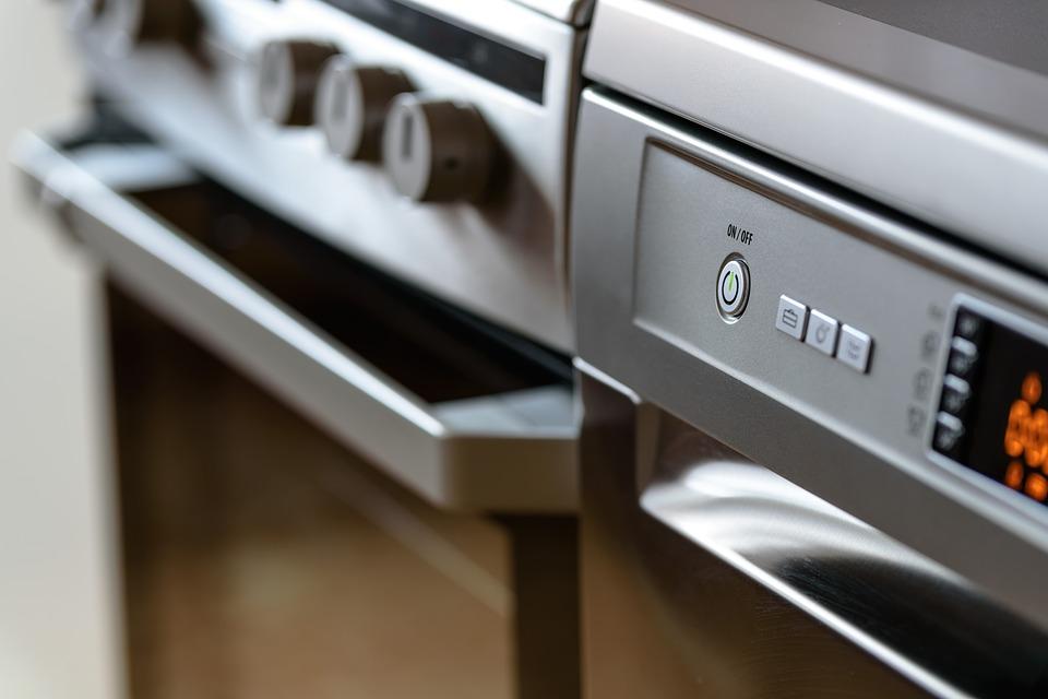 Trucs i consells per netejar correctament una cuina industrial